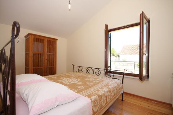 2 Bedroom Villa with Pool nr Trogir, Sleeps 4