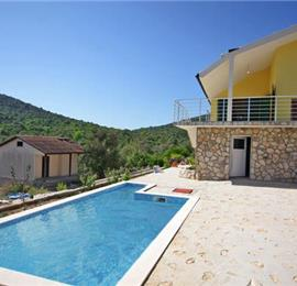 2 Bedroom Villa with Pool nr Trogir, Sleeps 4