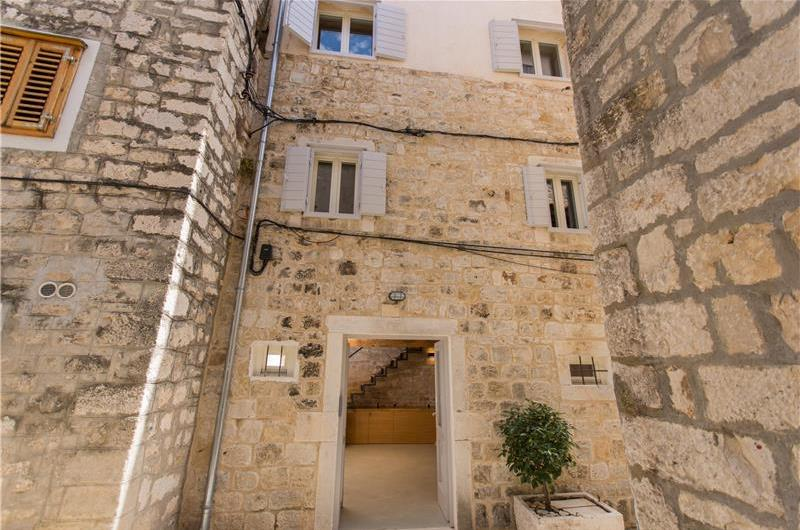 3-Bedroom Townhouse with Balcony in the Heart of Trogir Old Town, Sleeps 6