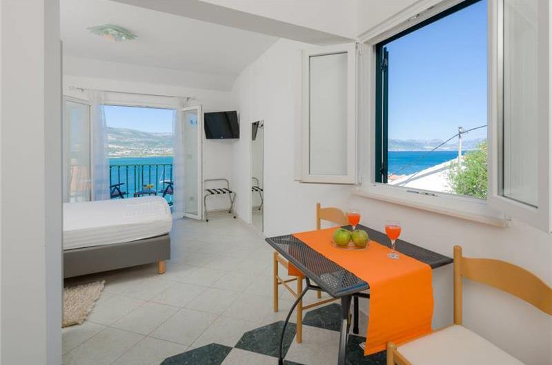 5 Bedroom Villa with Pool on Ciovo Island nr Trogir, Sleeps 10
