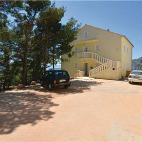 2 Bedroom Apartment near Ivan Dolac, Hvar Island, Sleeps 4