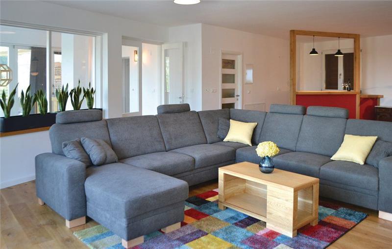 4 Bedroom Villa near Jelsa, Hvar Island, Sleeps 8