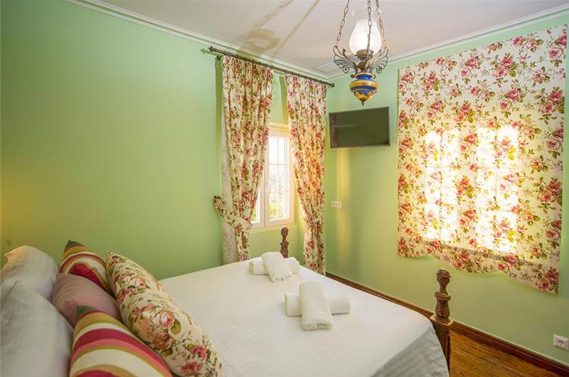 5 Bedroom Villa with Pool near Corfu Town, Sleeps 10-12