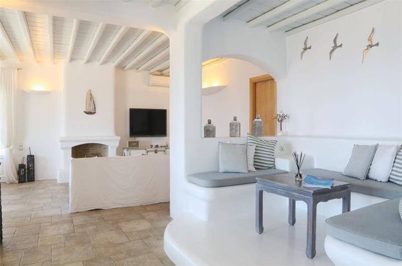 5 Bedroom Villa with Infinity Pool in Houlakia on Mykonos Island, Sleeps
