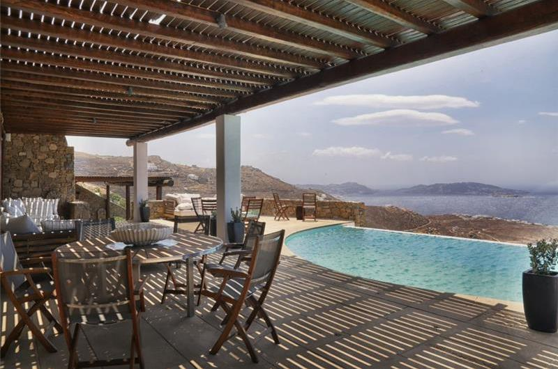 5 Bedroom Villa with Infinity Pool in Houlakia on Mykonos Island, Sleeps