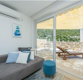 2 Bedroom Seafront Villa with Pool and Private Beach, Sleeps 4-5