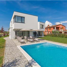 2 x 4 Bedroom Villas with Pool, Jacuzzi and Sauna in Novigrad, Sleeps 8