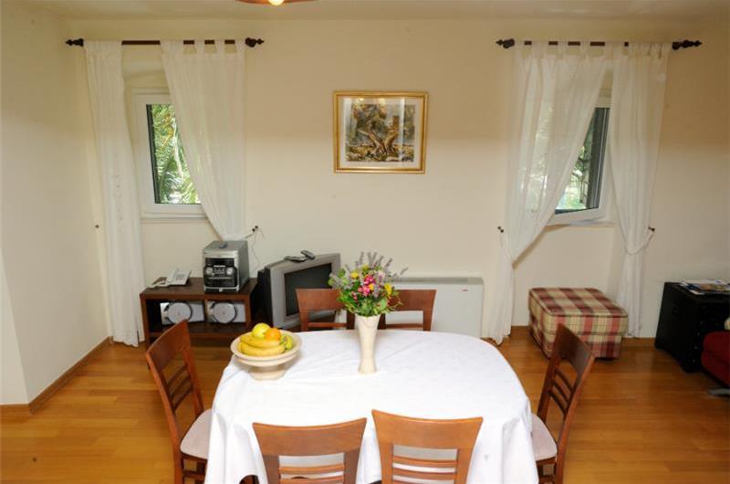 2 Bedroom Apartment in Splitska on Brac, sleeps 3-5