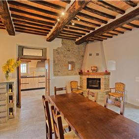 3 Bedroom Villa with Pool and Mountainous Views in Tuscany, Sleeps 6