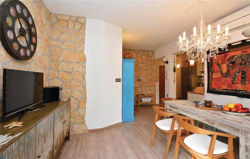 2 Bedroom Apartment with a pool near Ivan Dolac, Hvar Island, Sleeps 4