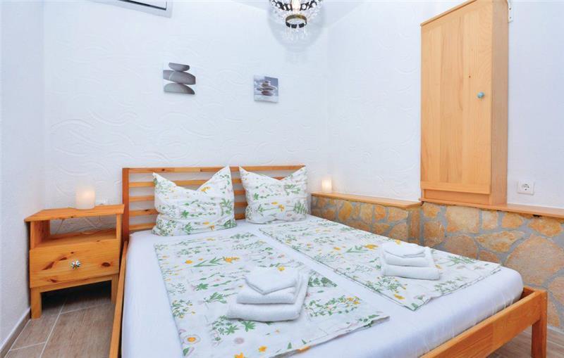 2 Bedroom Apartment with a pool near Ivan Dolac, Hvar Island, Sleeps 4