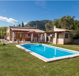 2- Bedroom Villa with Pool near Pollensa, Mallorca, Sleeps 4
