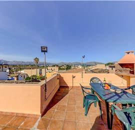 3-Bedroom Townhouse with Rooftop Terrace in Alcudia, Mallorca, Sleeps 6