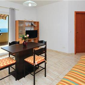 2-Bedroom Apartment in Ivan Dolac, Sleeps 4