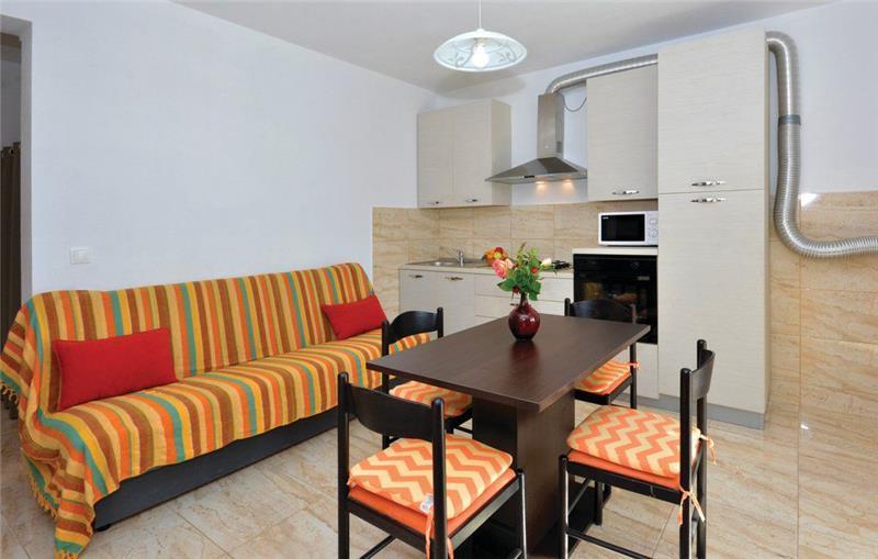 2-Bedroom Apartment in Ivan Dolac, Sleeps 4
