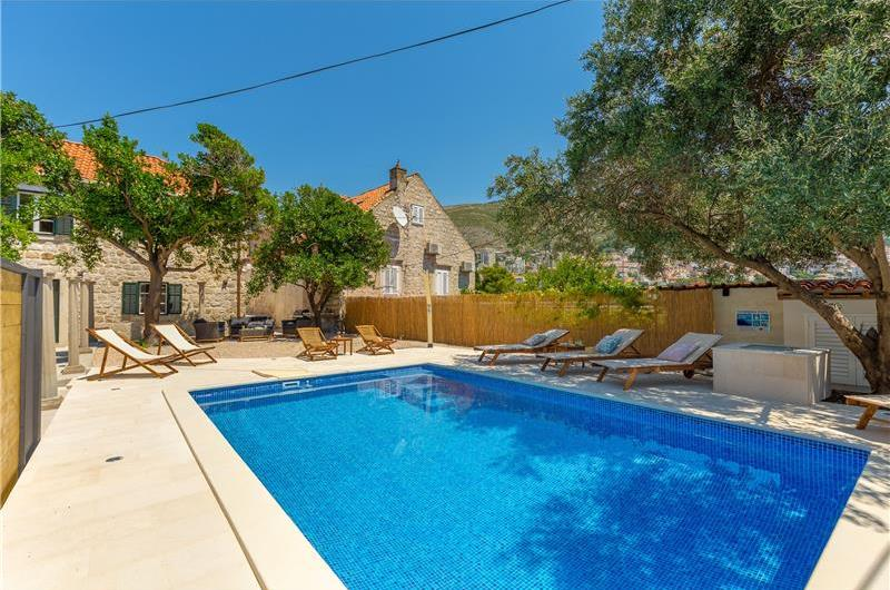 4 Bedroom Villa with Pool in Dubrovnik City, Sleeps 8