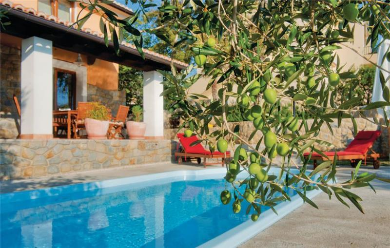 3 Bedroom Villa with Pool in Palit on Rab Island, Sleeps 6