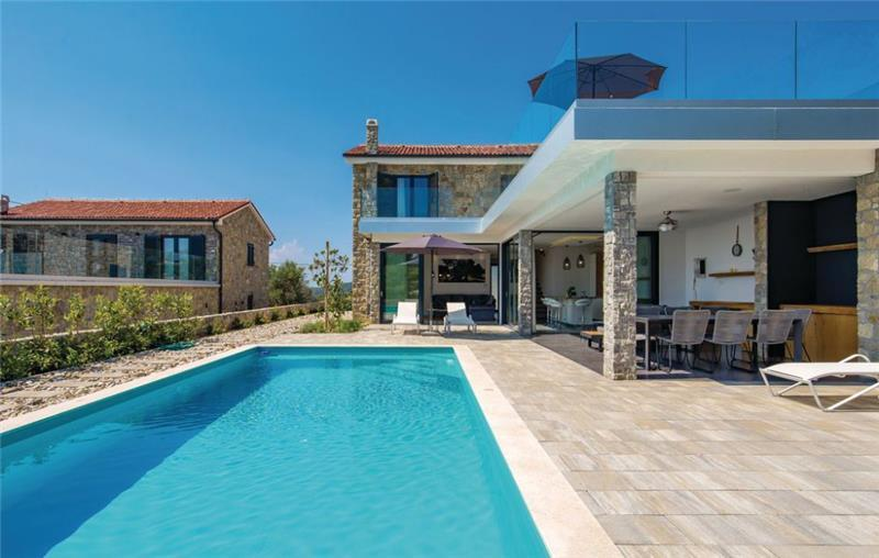 4 Bedroom Villa with Pool and Sea Views in Jakišnica-Lun, on Pag Island, Sleeps 7-8