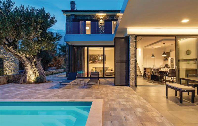 4 Bedroom Villa with Pool, Terrace and Sea Views in Jakišnica-Lun, on Pag Island, Sleeps 7