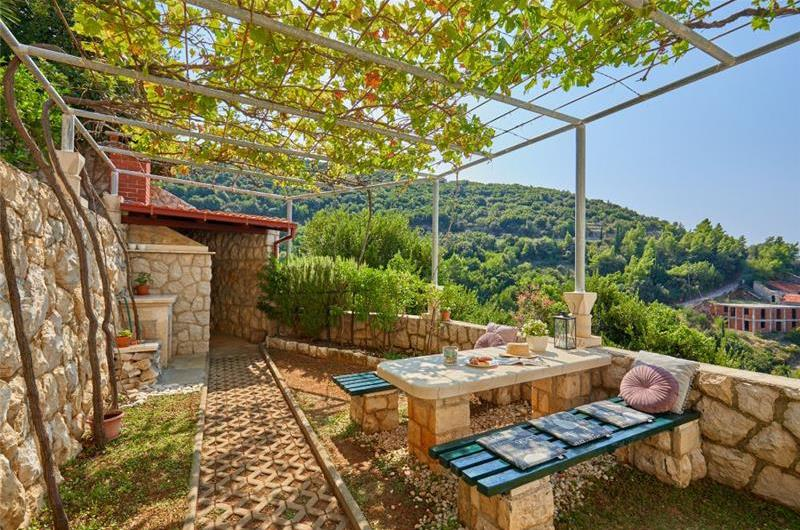 5 Bedroom Apartment with Balcony and Sea View in Vrbica near Dubrovnik, Sleeps 8-12