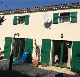 2 Bedroom Villa with Garden in Jadreski near Pula, Sleeps 5-6