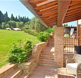 6 Bedroom Villa with Spacious garden and Pool Area in Empoli in Tuscany, Sleeps 13