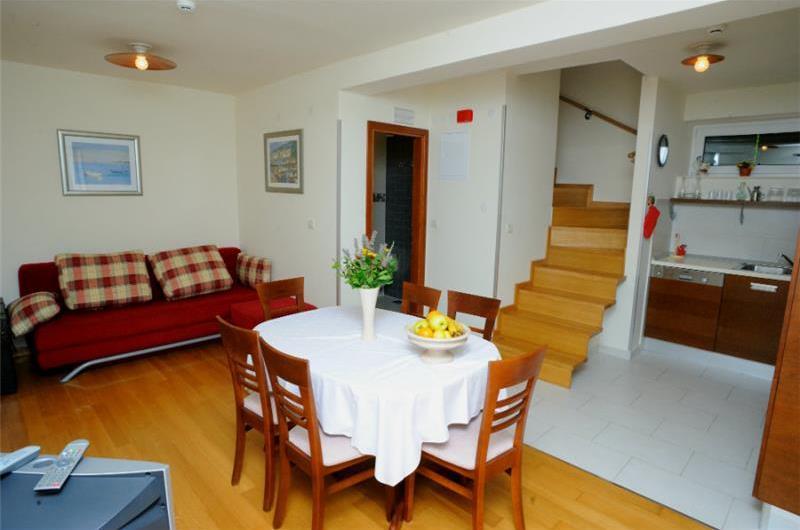 4 bedroom Villa in Splitska on Brac, Sleeps 7-11