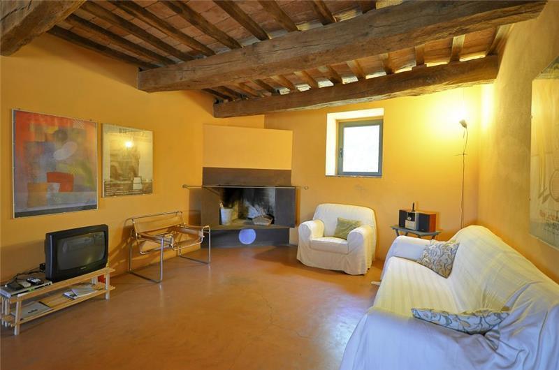 8 Bedroom Tuscan Villa with Annex and Pool near Sarteano, Sleeps 16