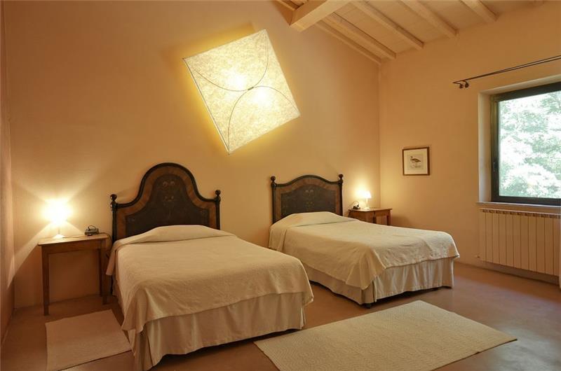 7 Bedroom Villa with Pool and Panoramic Tuscan Countryside Views near Sarteano, Sleeps 14