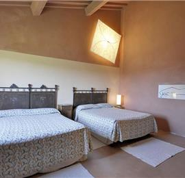 7 Bedroom Villa with Pool and Panoramic Tuscan Countryside Views near Sarteano, Sleeps 14
