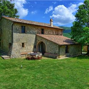 7 Bedroom Villa with Pool near Sarteano in Tuscany, Sleeps 14-16