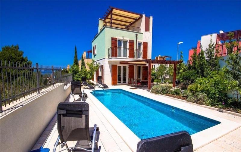 Selection of 3 Bedroom Villas with Pool in Splitska on Brac Island, Sleeps 5-8