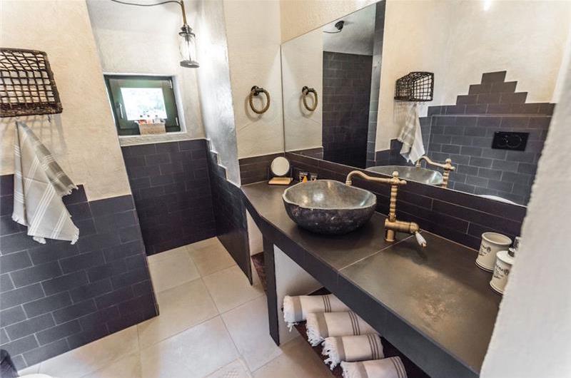 4 Bedroom Villa with Pool, Spa and Gym in Makarska, Sleeps 8