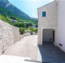 4 Bedroom Villa with Pool, Spa and Gym in Makarska, Sleeps 8
