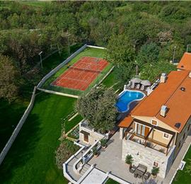 4 Bedroom Villa with Infinity Pool near Labin, Sleeps 8