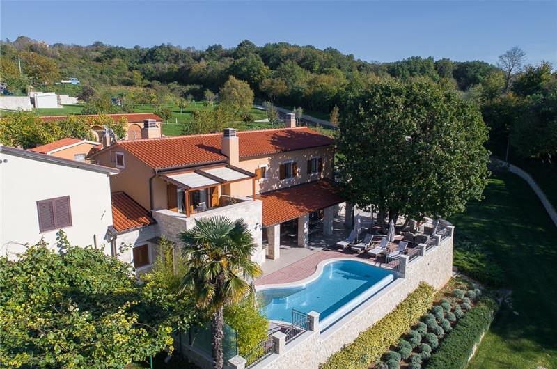 4 Bedroom Villa with Infinity Pool near Labin, Sleeps 8