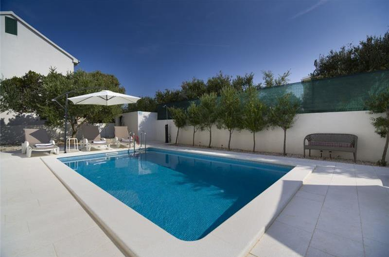 4 Bedroom Villa with Pool, Terrace and Sea Views near Vinisce, Sleeps 8