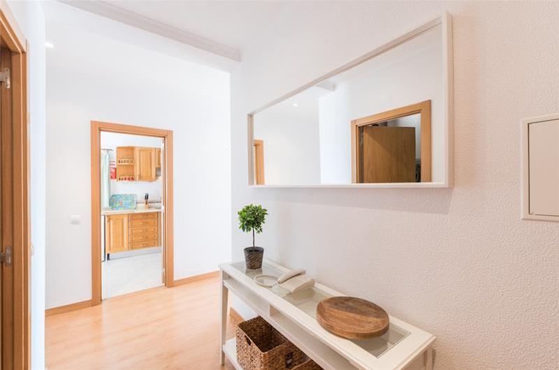 1 Bedroom Apartment with Balcony, Shared Pool and Sea Views in Albufeira, Sleeps 3-5