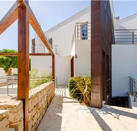 4 Bedroom Villa with Pool in Ferragudo Village near Portimao, Sleeps 8