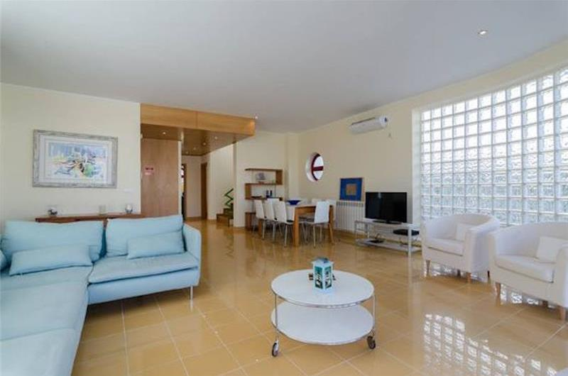 5 Bedroom Villa with Pool and Marina views in Albufeira Marina, Sleeps 9-10