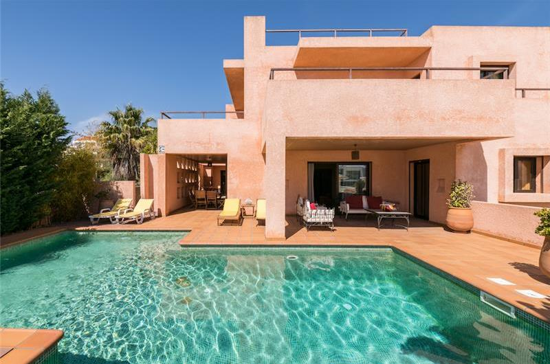 4 Bedroom Villa with Pool and Walking Distance from Gale Beach, Sleeps 8