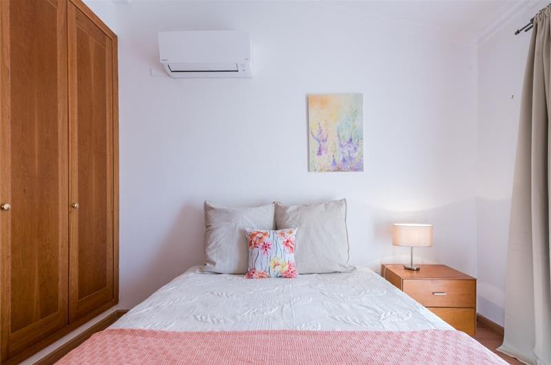 2 Bedroom Villa with Shared Pool in Sao Rafael, Sleeps 4-6