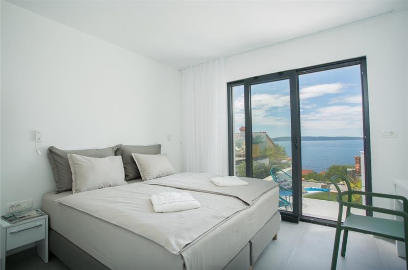 4 Bedroom Villa with Pool on Ciovo Island near Trogir, Sleeps 8