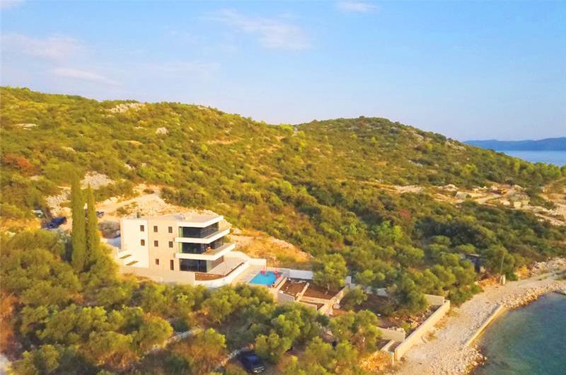 6 Bedroom Seafront Villa with Pool near Slano, Sleeps 12-14
