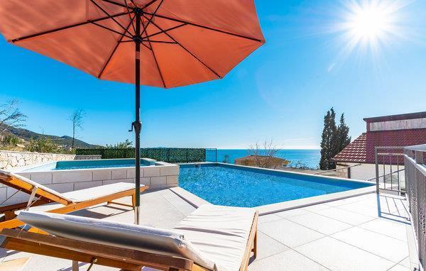 3 Bedroom Villa with Pool near Orebic, Sleeps 6-8