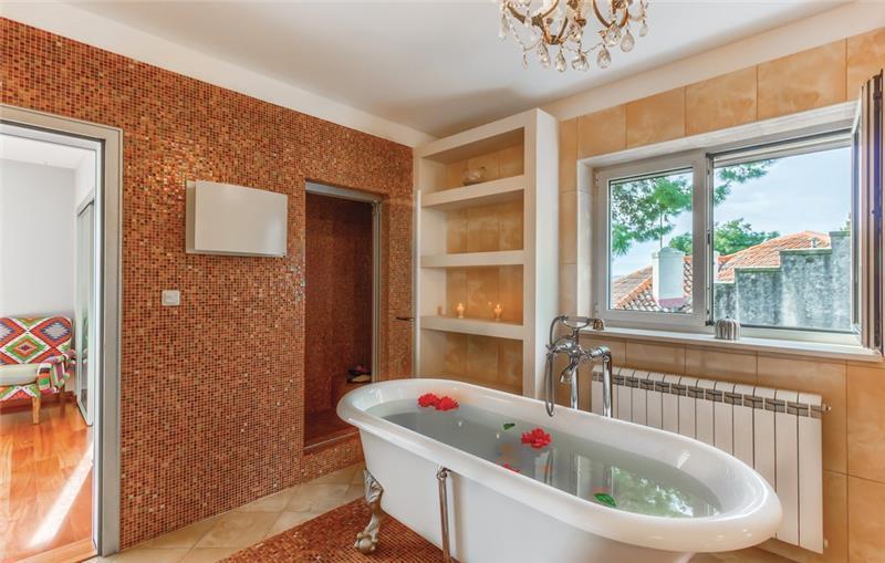 5 bedroom Villa with Pool in Split City, Sleeps 10