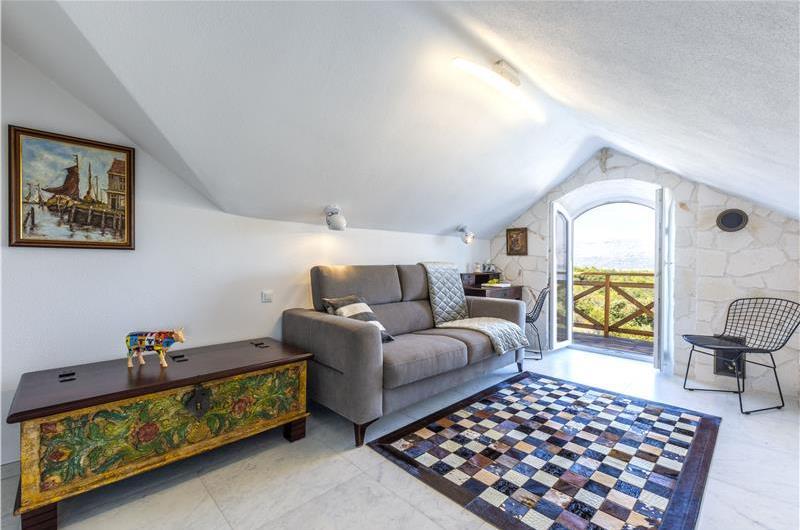 Charming Brac Island 1 Bedroom Villa with Pool near Pucisca, Sleeps 2-4