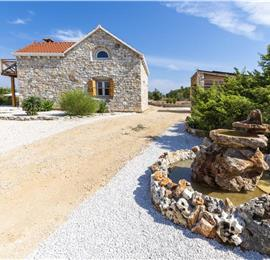 Charming Brac Island 1 Bedroom Villa with Pool near Pucisca, Sleeps 2-4