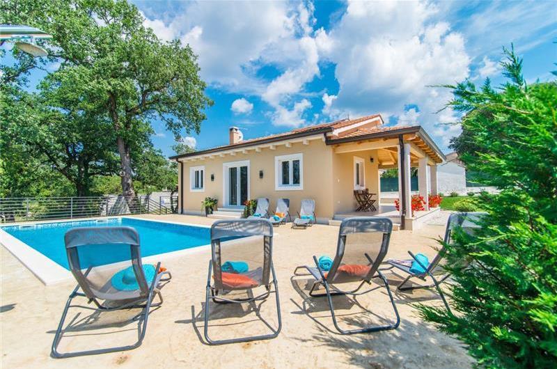 3 Bedroom Bungalow Villa with Pool in Istria, Sleeps 6