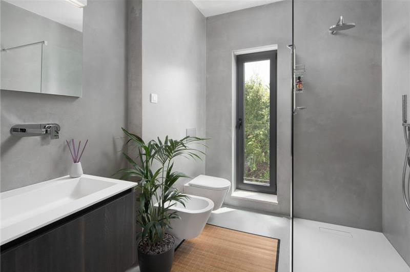 4 Bedroom Istrian Villa with Pool in Liznjan, Sleeps 8